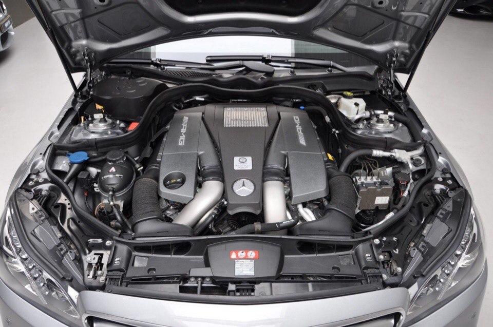 Фото двигателя е63S AMG