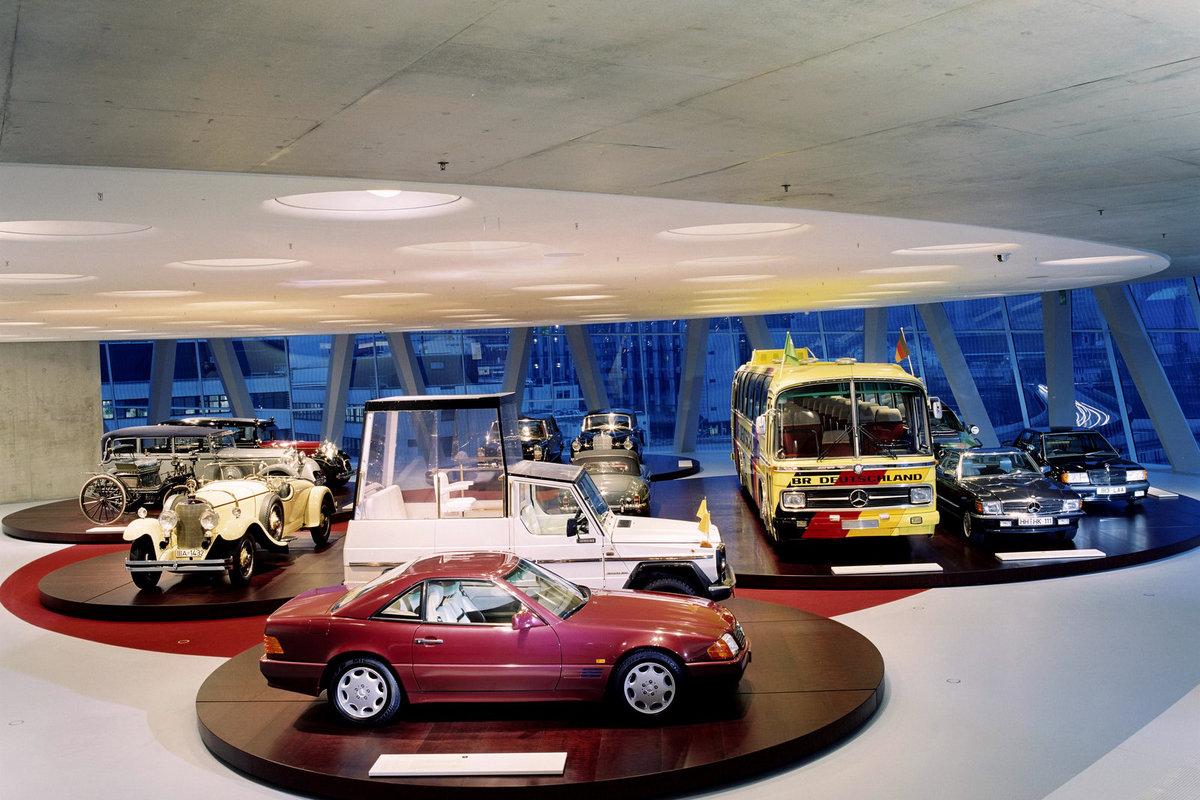 Музей мерседес-бенц фото