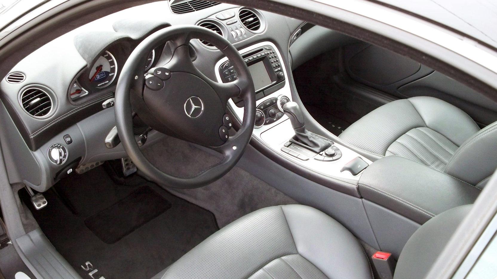 Салон Mercedes-Benz SL 55 AMG
