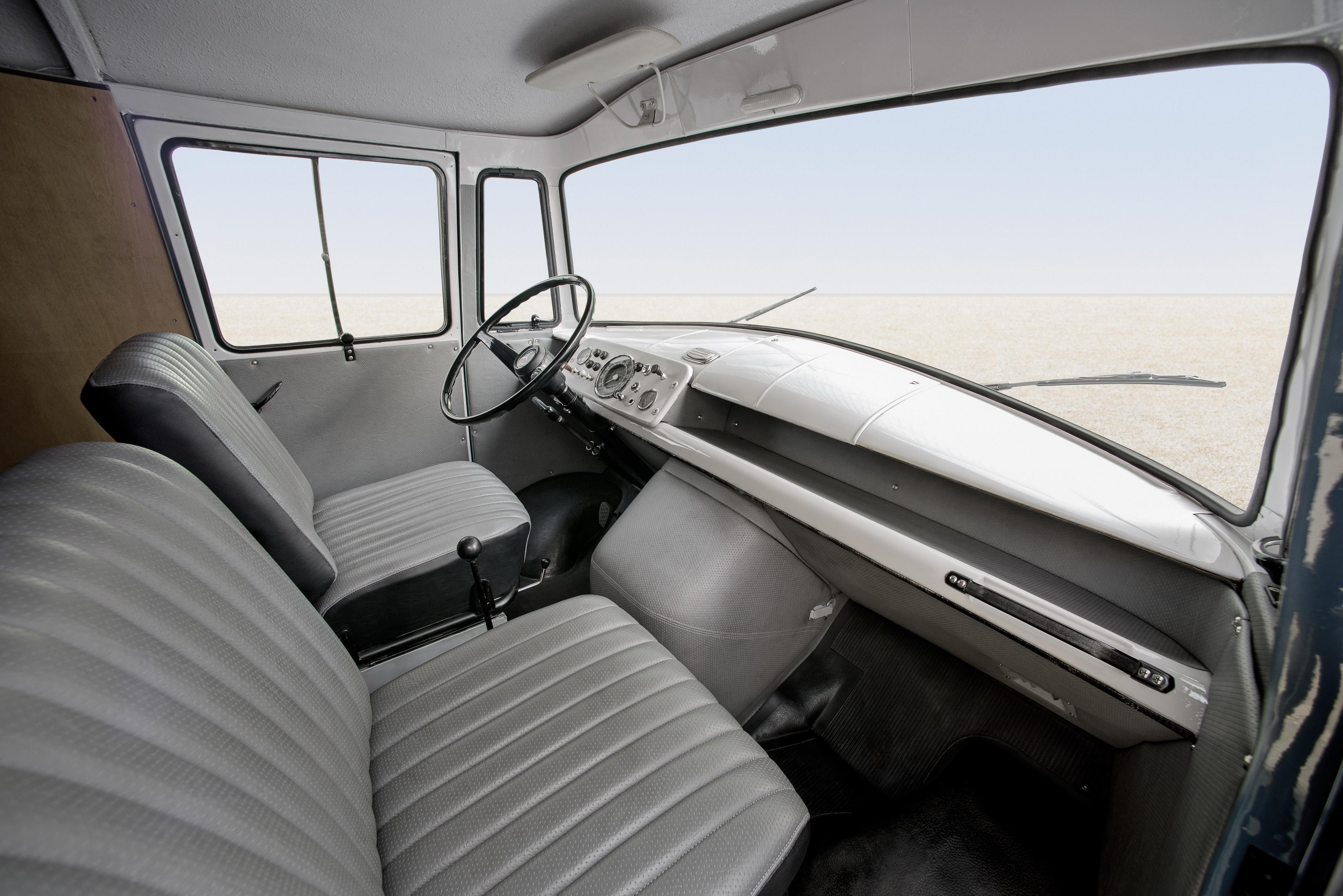 Mercedes T1 интерьер